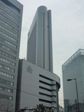 ヒルトンプラザの奥の高いビルがヒルトン大阪です。