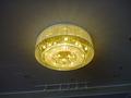 2階宴会場前の天井照明(シャンデリア)