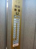 エレベーター内部(押しボタン:2~3階は研修会議室です)