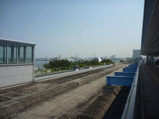 大阪南港の大橋と観覧車