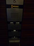 1階から28階まで直通のエレベーター(押しボタン)