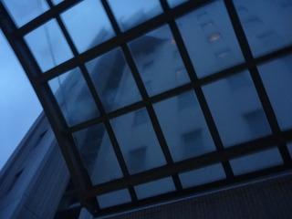 玄関外の車寄せ(天井)