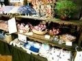 地元の工芸品や宿のオリジナル商品
