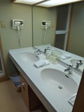部屋のお風呂の近くにある洗面所です。