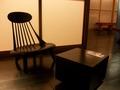 フロントの椅子