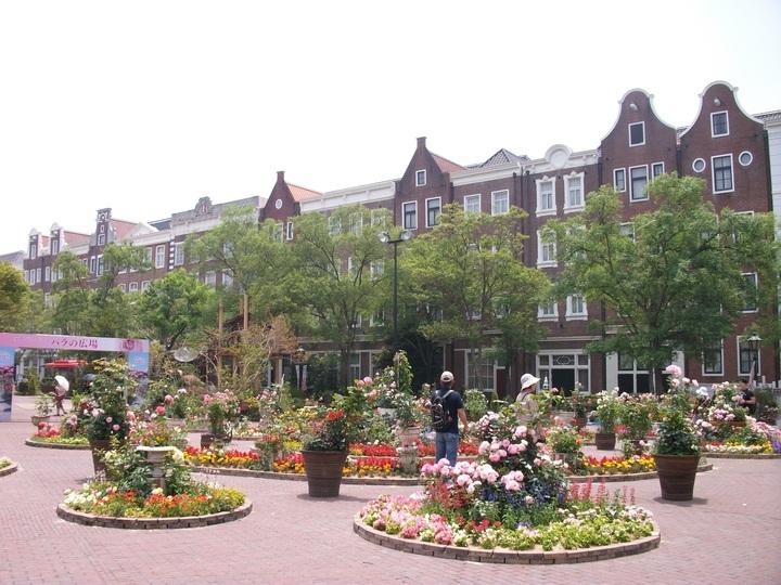 ホテル全景(広場側)