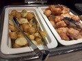 朝食バイキング(ジャガバタと鶏のからあげ)