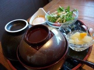 朝食(ごはん、サラダ、デザート)
