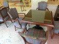 チェックの椅子