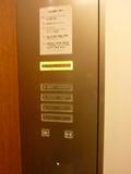 エレベーター内案内版とボタン(フロント・レストラン用エレベーター)