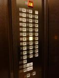 エレベーター内のボタン(カードキーなしのタイプ)