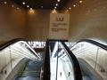 別館1階から、地下1階のショッピングアーケードに降りるエスカレーター