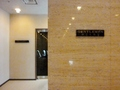 別館地下の男子トイレ、大理石の壁の裏側です