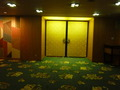 宴会場の扉はゴールド色