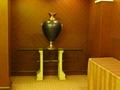 本館宴会場フロアの端にさりげなくおかれていた高価そうな壺