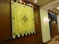 会議室前の壁のタペストリーは本当に美術品!