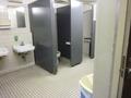 地下駐車場内の女子トイレ