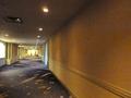 別館12階エレベーターホールから長い回廊を抜けて、高級レストランへ