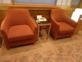 客室階エレベーターホールのソファー