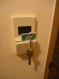 部屋のカギを入れると電気がつきます。