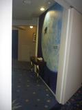 エレベーターを降りると、まずこの地球が目に飛び込んできます