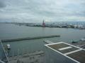 部屋の窓から眺める大阪港