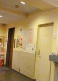 フロントの奥にエレベーターが1台