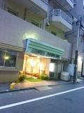 夕暮れ時のホテル入口はこんな感じ