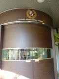 円形が素敵な、ホテル入口自動ドア