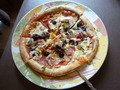 イタリアンレストラン、ランチのミックスピザ