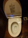 清潔感たっぷりのウォシュレット付きトイレ