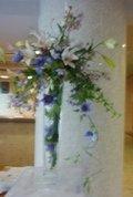 ロビーの華やかなお花
