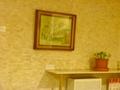 5階 宴会場ロビー 絵画とお花