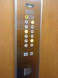 エレベーターは、宿泊カードは不要