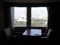 窓側のソファ