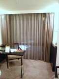 部屋の北側 テーブルとイス