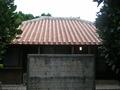 沖縄らしい赤瓦の一軒家