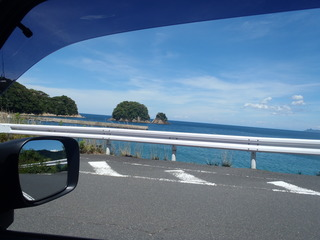 宿から10㎞ 車で23分程度 関電 魚っ知館~越浜