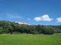 栗田(くんだ)半島を一周する道から見えるホテル外観