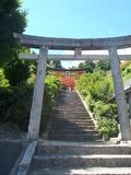ホテルの南側に位置する獅子崎稲荷神社