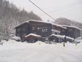 前の道路より撮影 記録的な大雪の時のホテル周辺。