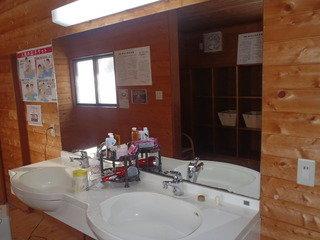 脱衣所内 洗面所2か所