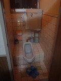 共同使用のトイレの1つ 和式