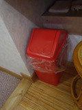 大浴場 脱衣所の洗面台のゴミ箱