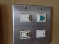 401号室 壁の電気スイッチ