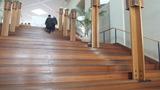 2Fのレストランへの階段