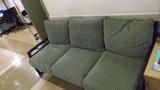 ロビーの椅子です