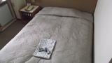 ベッドと部屋着の写真です