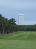 ゴルフ場から見るホテル