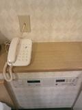 ベッドサイドのスイッチと電話